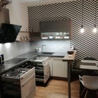 Kuchyňský kout čistíme při otevřených zásuvkách a dvířkách